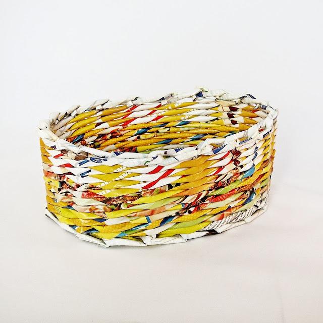 owalne koszyk z papierowej wikliny