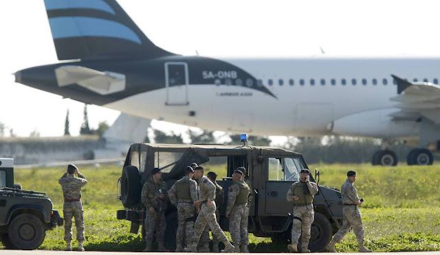 Amenaza con explotar un avión secuestrado y desviado a Malta