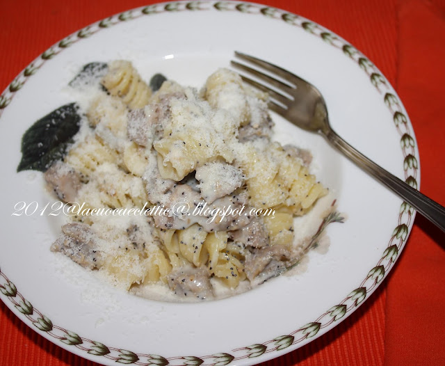 Fusilli con gorgonzola e salsiccia