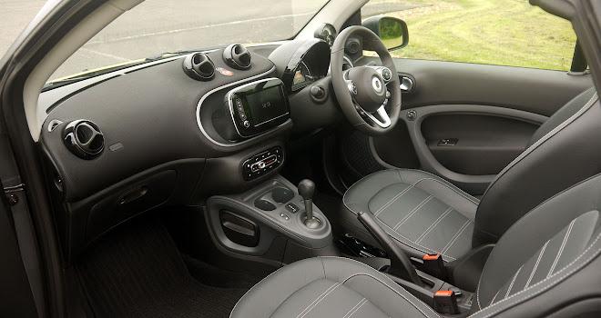 Smart ForTwo Cabrio front interior