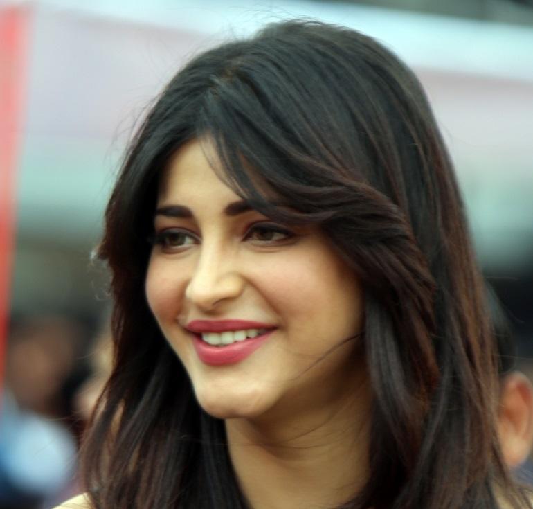 Tollywood Actress Shruti Haasan Smiling Face Close Up