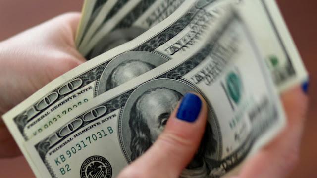 El dólar vuelve a subir en Argentina y el Riesgo País supera los 700 puntos básicos