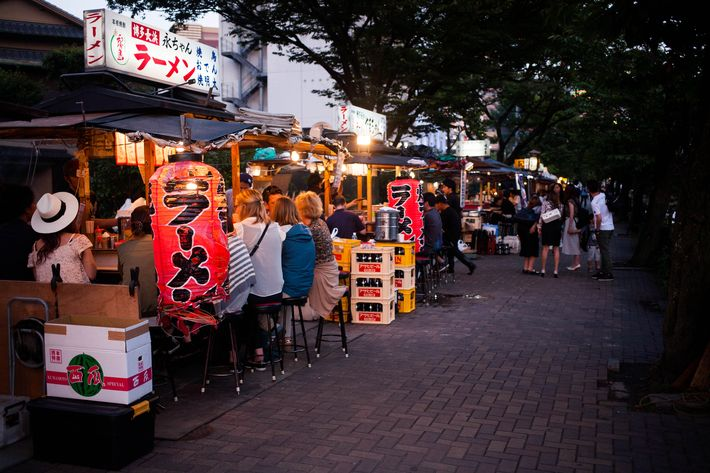 Fukuoka travel guide: Yatai food stalls