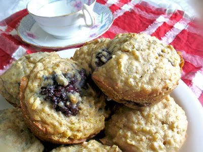 blackberry quinoa muffins
