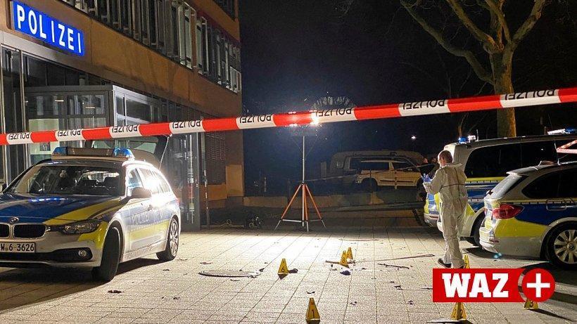 Kriminālists veic pierādījumu savākšanu nozieguma vietā