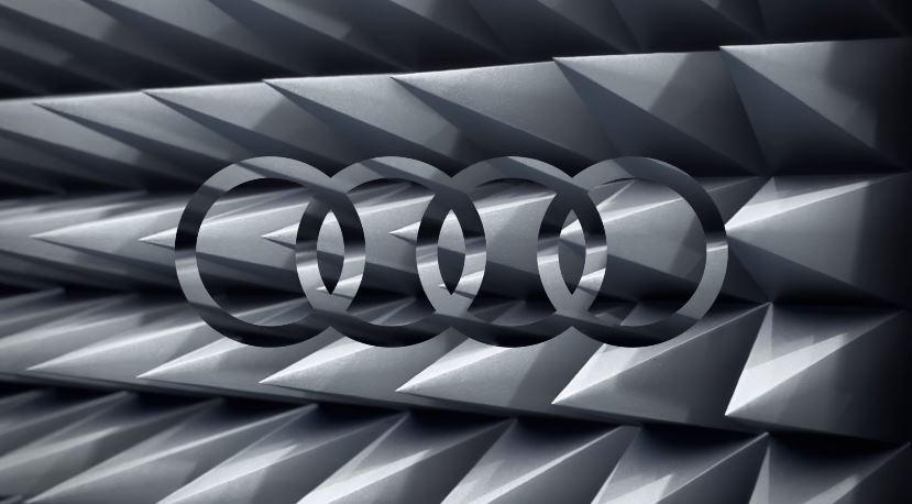 Nome modello e modella Audi Q5 con macchina blu con Foto - Testimonial Spot Pubblicitario Audi Q5 2016