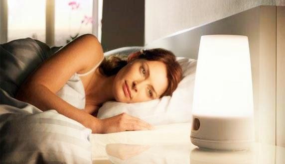 Tidur merupakan aktifitas yang rutin dilakukan setiap orang Bahaya Tidur dengan Lampu Menyala