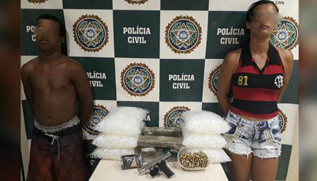 Casal de traficantes é preso com drogas, armamento e munição em Duque de Caxias