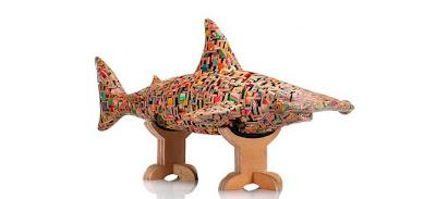 Escultura con pedazos de patineta reciclada