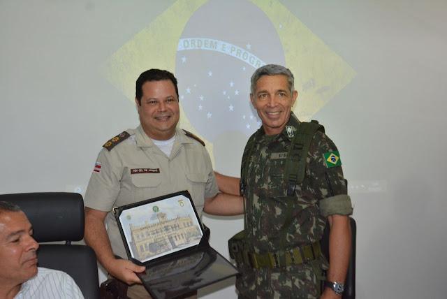 Alagoinhas: Comandante do 4º BPM recebe Diploma de Amigo da 6ª Região Militar do Exército