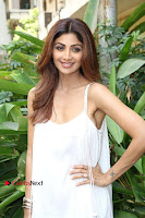 Bollywood Actress Shilpa Shetty Pos in White Gown at The Inauguration Of Shelar Make up Academy  0020.jpg