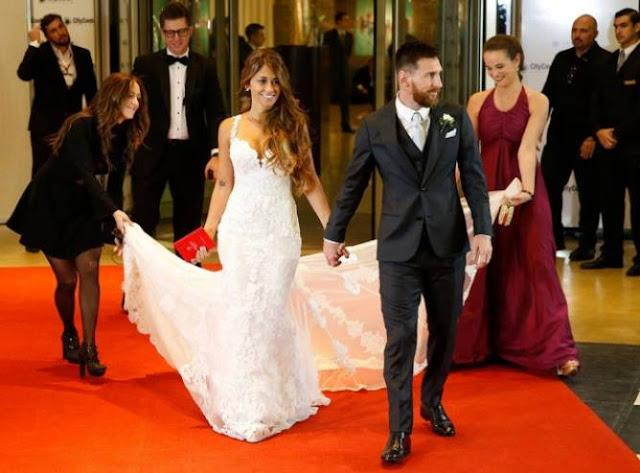 شاكيرا تثير الجدل بإطلالتها في زفاف ميسي بسبب ما ارتدته بعد شائعات خلافها مع العروس ... هل كان مقصودا
