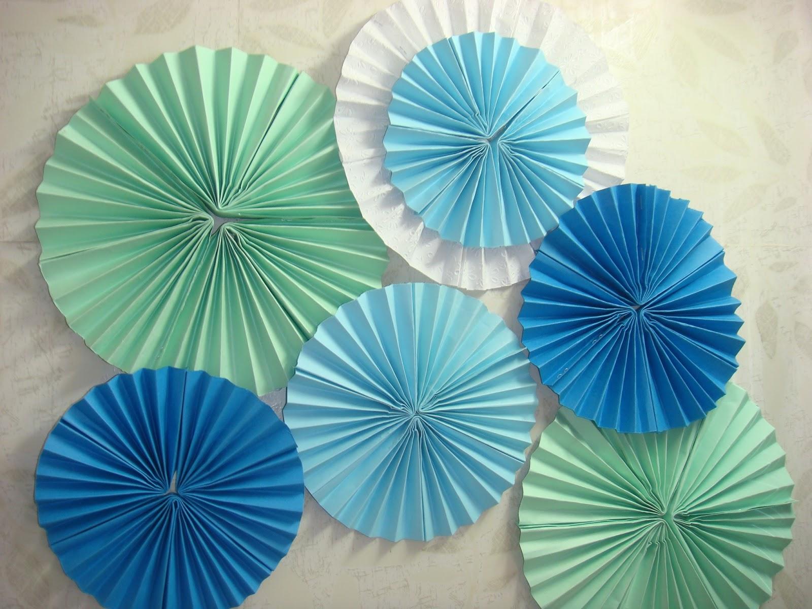 A Good Stuff: Paper Fan Flower Decor