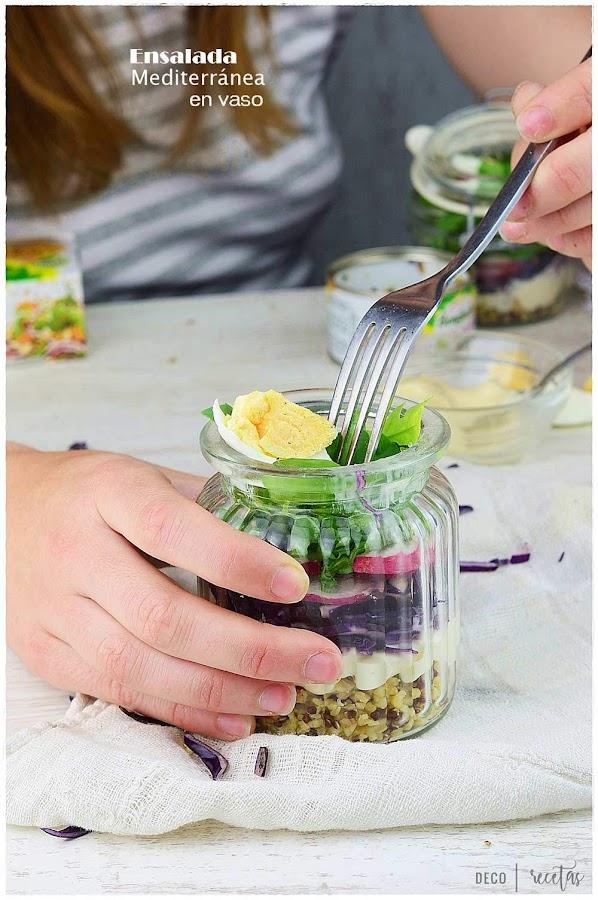 Ensalada mediterránea en vaso- ensalada en vaso para llevar donde quieras- ensalada en vaso- ensalada en vaso perfecta