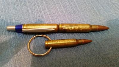 llavero y boligrafo hechos con balas en sarajevo