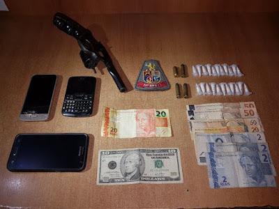 OPERAÇÃO DA POLÍCIA MILITAR RESULTA NA PRISÃO DE DOIS CRIMINOSOS COM APREENSÃO DE ARMA E DROGAS EM REGISTRO