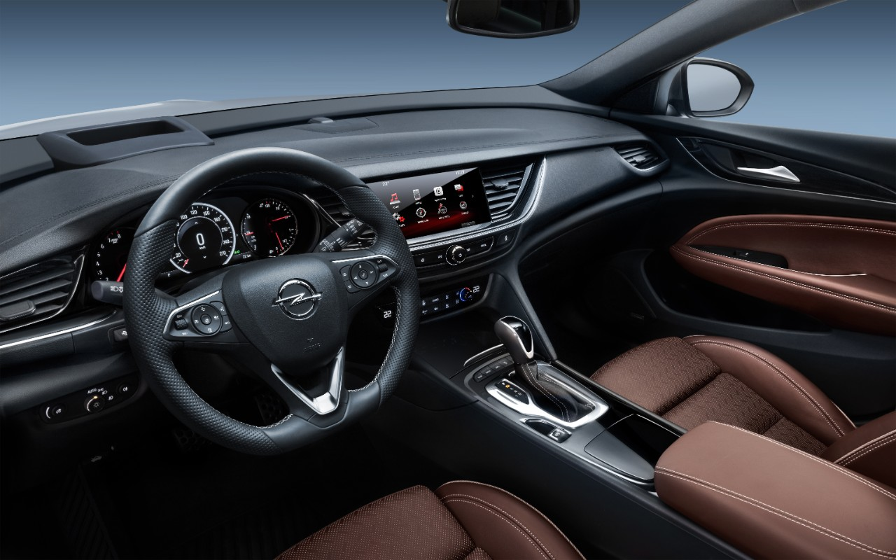 Riwal888 - Blog: Opel Helps Drivers Stay Connected Hands-Free