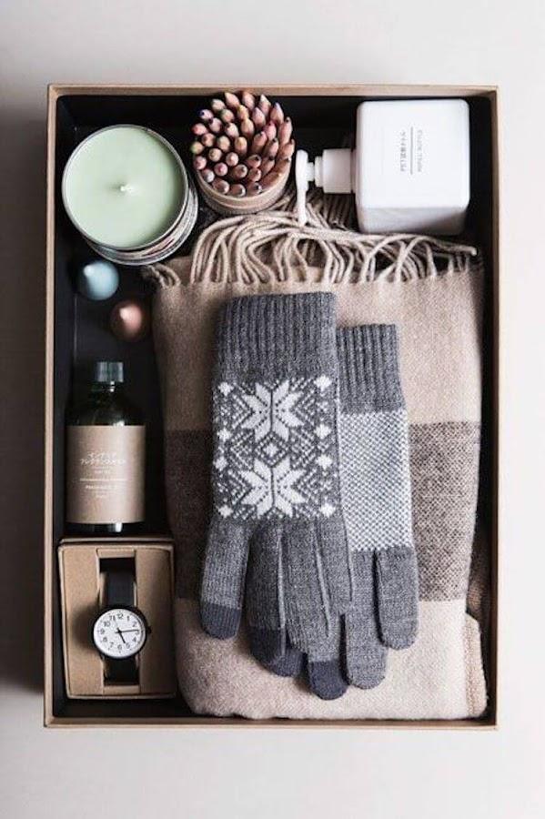 caja de zapatos reciclada transformada en una caja de regalo