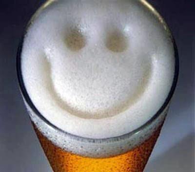 Lächelndes Bier Bilder