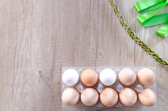 Les poules brunes pondent des œufs bruns