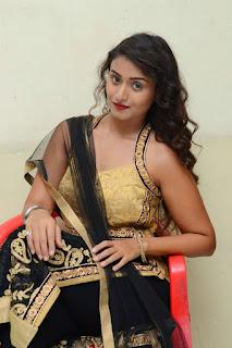 Actress Kiran Chetwani sizzling 031.jpg