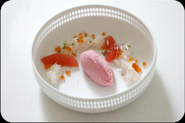 Kabeljau-Ceviche, Pink Grapefruit, Malven-Sorbet, Gänseblümchen, Sancho-Pfeffer | Arthurs Tochter Kocht von Astrid Paul