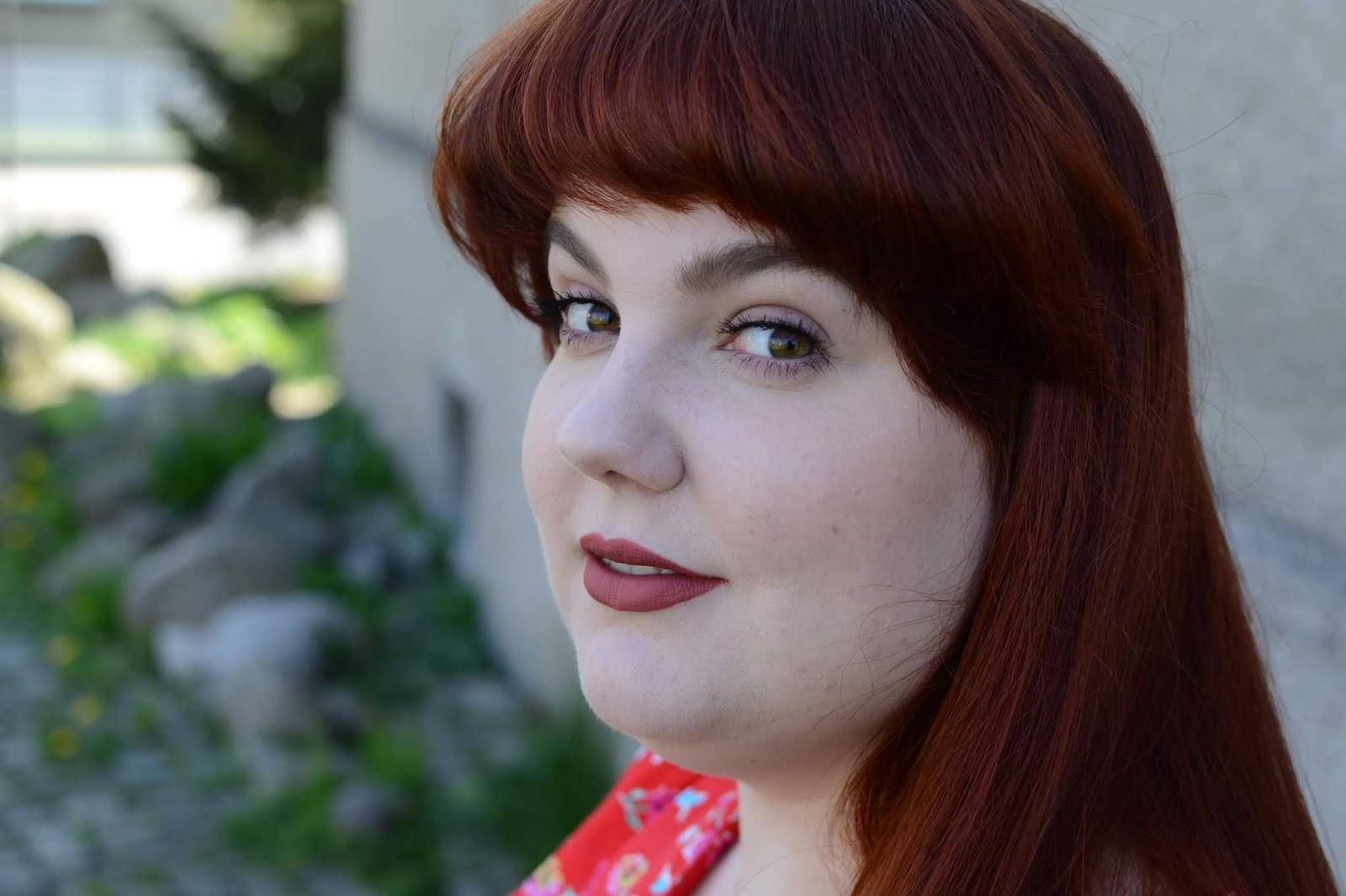 Sproszkowany hibiskus - nasz naturalny sposób na wypadające włosy i problematyczną skórę głowy