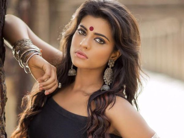Beautiful Hd Images Of Aishwarya Rajesh Kajol Of South