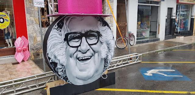 http://vnoticia.com.br/noticia/2387-velho-guerreiro-e-tema-de-decoracao-do-carnaval-sanjoanense