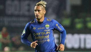Raphael Maitimo Ingin Bertahan di Persib Bandung
