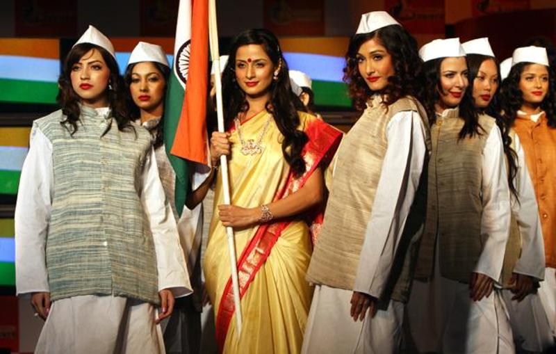Ritu Beri Unveils Khadi Collection Instamag