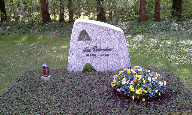 Leni Riefenstahl gravesite, Third Reich graves worldwartwo.filminspector.com