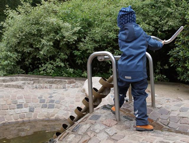 Phantastische Vögel aus aller Welt: Unterwegs im Weltvogelpark Walsrode (+ Verlosung). Im Vogelpark gibt es für Kinder tolle Spielplätze, z.B. den Wasserspielplatz.