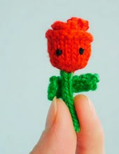 http://translate.google.es/translate?hl=es&sl=en&u=http://mochimochiland.com/2015/02/free-pattern-tiny-rose/&prev=search