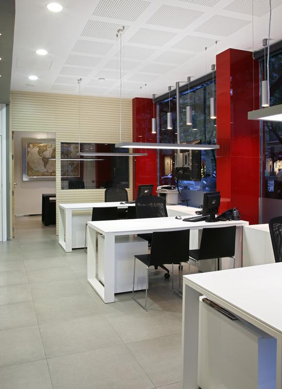 Marzua conjunto de oficinas administrativas y agencias de for Interiores de oficinas minimalistas