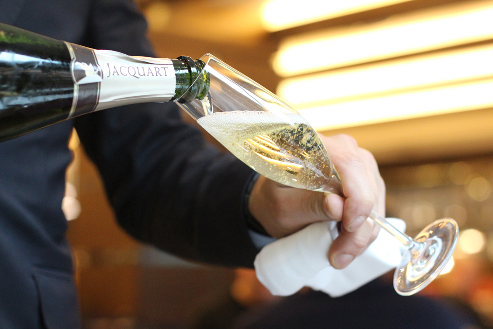 Free-flowing champagne brunch at the Devonshire Club - London restaurant blog