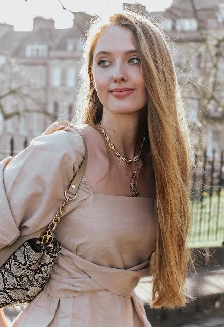 Gold shell necklace choker