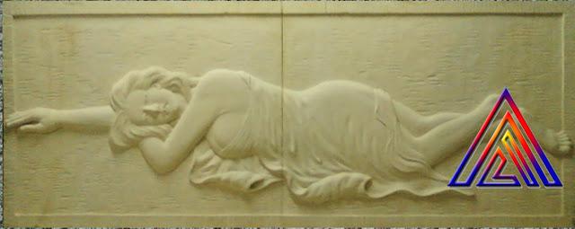 relief wanita tiduran