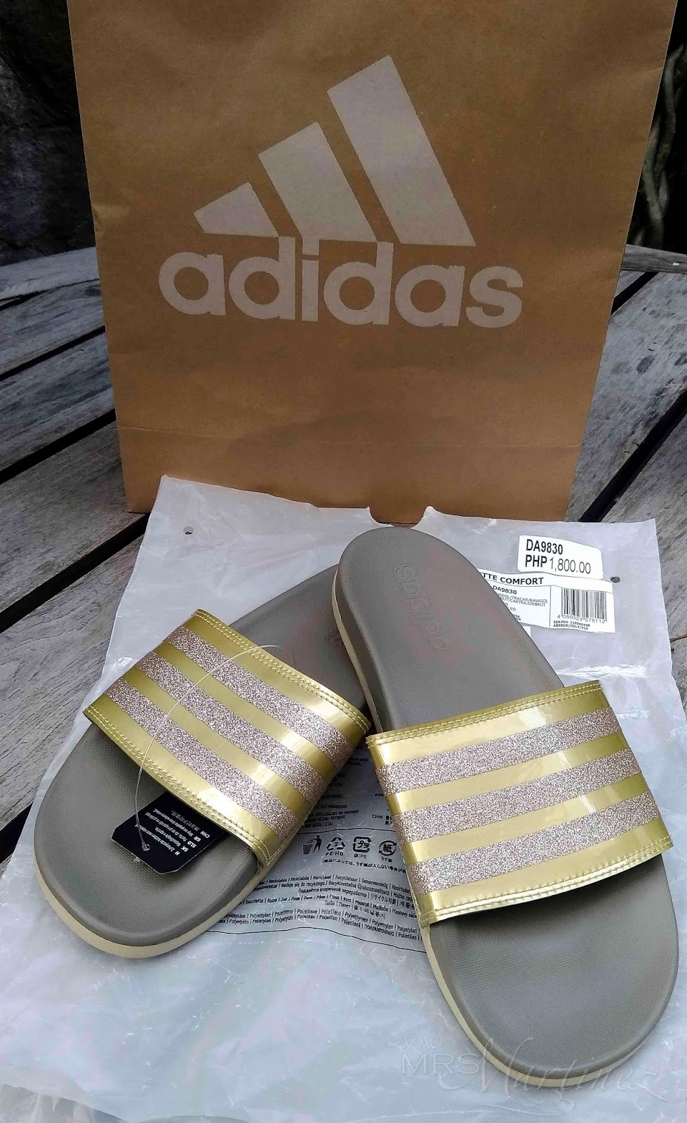 4ec15bf9cbd7 This pair of Adidas Adilette Comfort Slides comes in a plastic bag only.  Along with it is a removable black tag (see second to the last photo) and a  ...