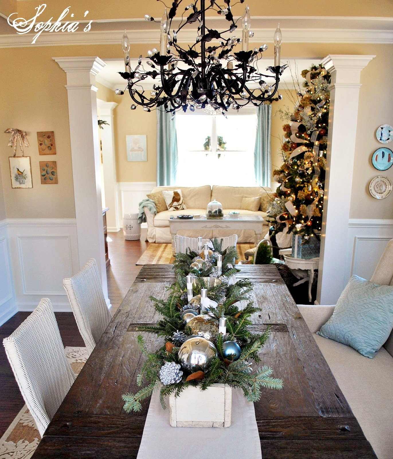 Dining Room Centerpieces: Sophia's: An Easy Christmas Centerpiece