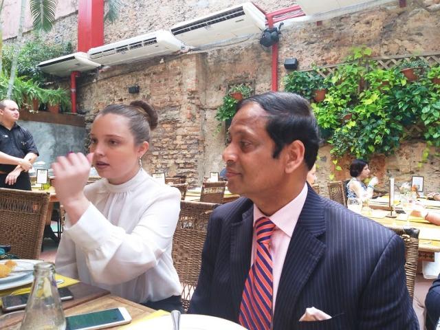 Almoço logo depois do seminário, com o Sr. Ashok Das , no restaurante Cais do Oriente