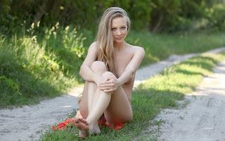 hot chicks - Frances%2BA-S01-025.jpg