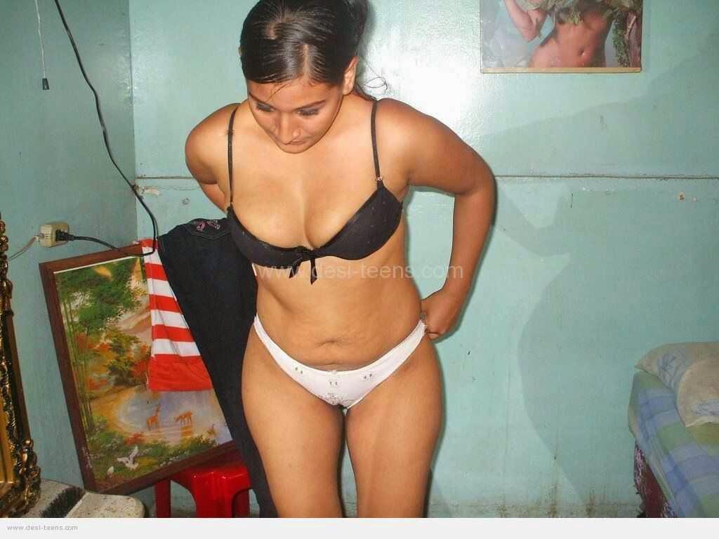 desi aunty panty caught on tight leggings pic - IgFAP