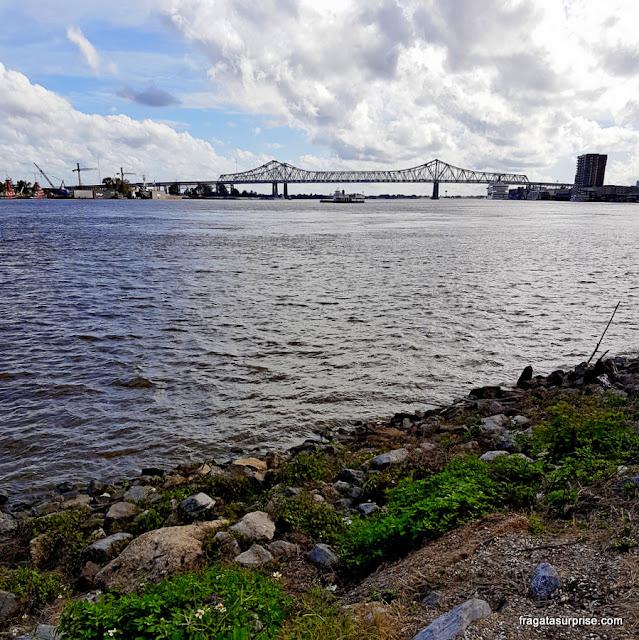 O Rio Mississípi visto do Moon Walk, em Nova Orleans