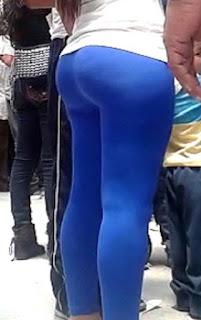 Video sexy edecan calzas entalladas