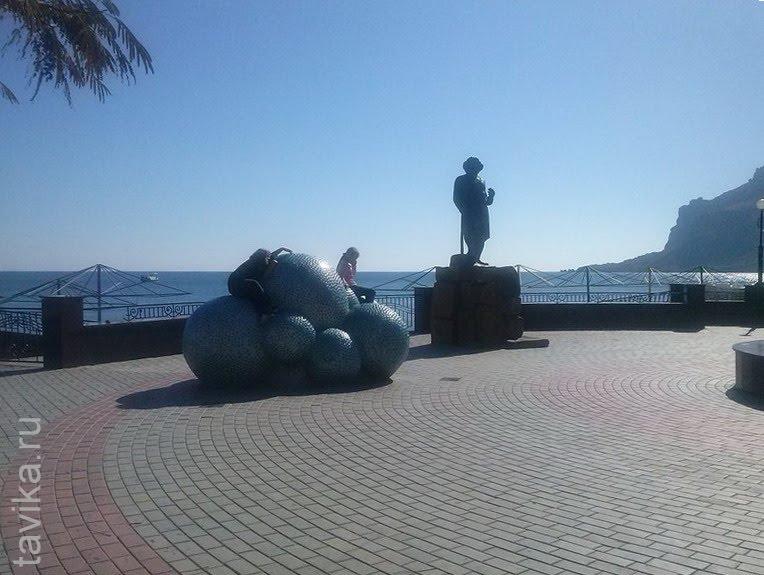 Памятник Волошину. Коктебель