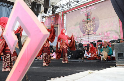 Lomba Nyambai dan Ngupi Jejama Barista Ala Lampung Barat