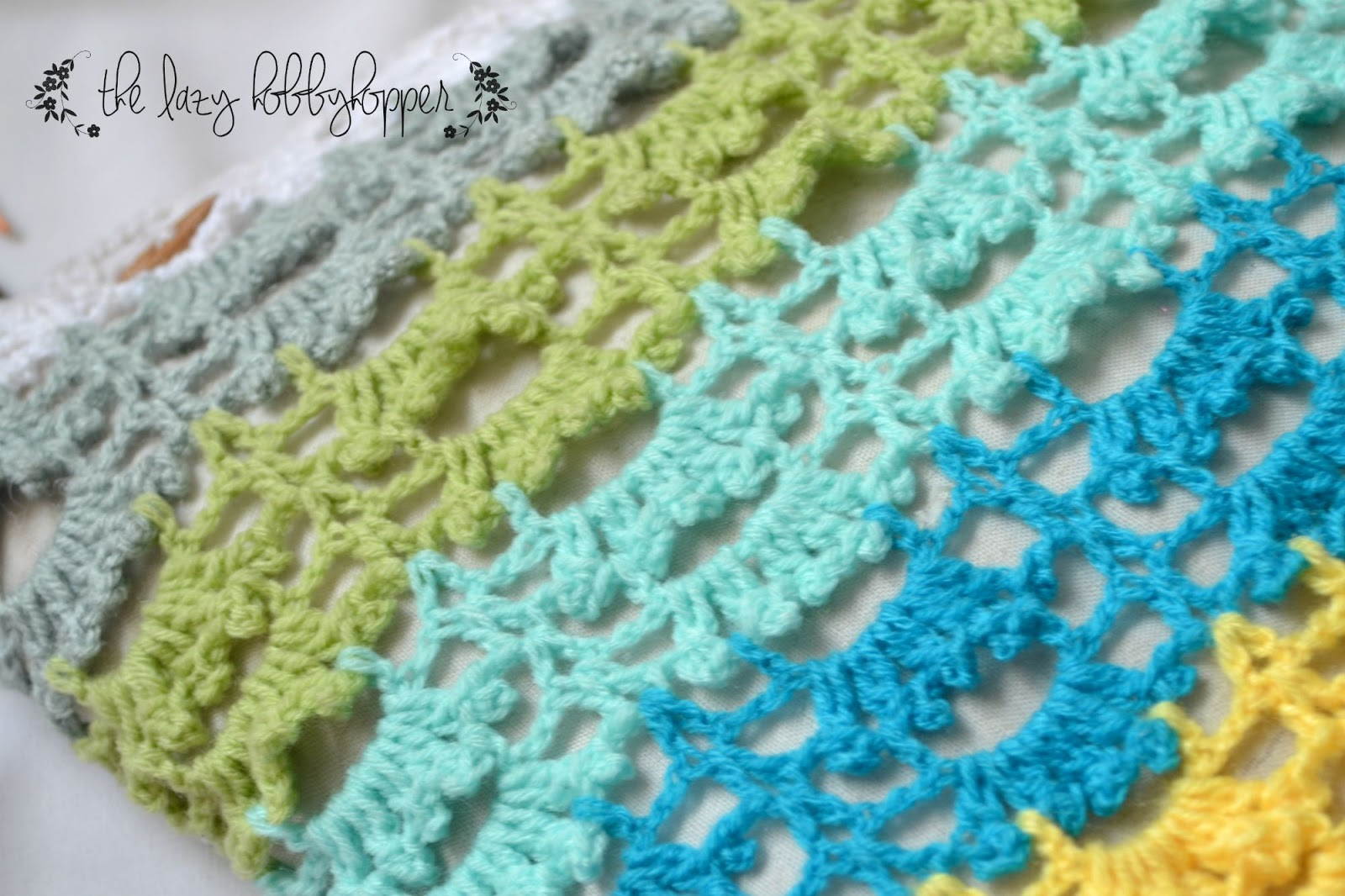 The Lazy Hobbyhopper: Frilly striped pillow cover - free stitch pattern