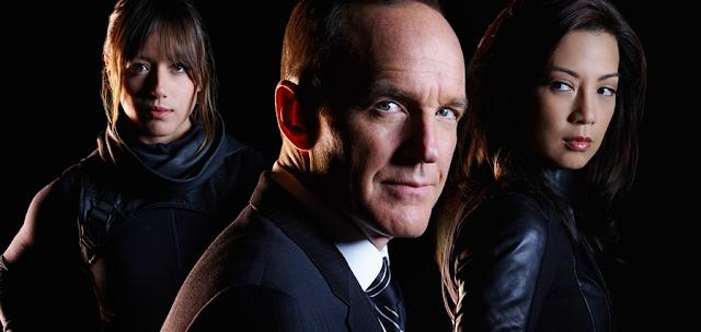 Skye (Chloe Bennet), Agentul Coulson (Clark Gregg) și Melinda May (Ming-Na Wen)
