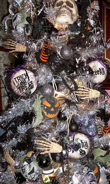 DEBBIE DABBLE BLOG Halloween Tree Corner in the Dining  : 1006357 from debbie-dabbleblog.blogspot.com size 385 x 640 jpeg 159kB